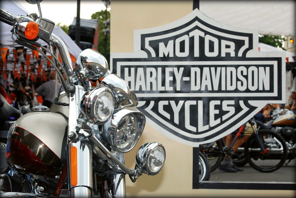 building brand community on the harley davidson On may 30, 2000, calvin klein, inc (cki) filed suit against warnaco group, inc and linda wachner, its ceo, for breaching its jeanswear licensing and distribution contract and, in so doing, diluting the equity of its brand on june 26, 2000, warnaco countered with its own suit, denying the major allegation of.
